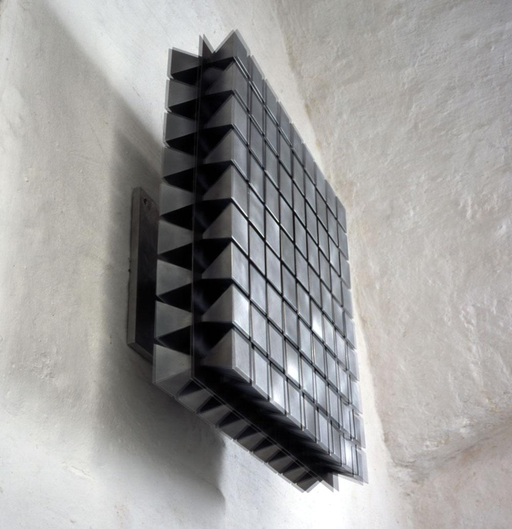 martin-willing_quadratmembran-beidseitig-pyramidenfoermige-massen-m2