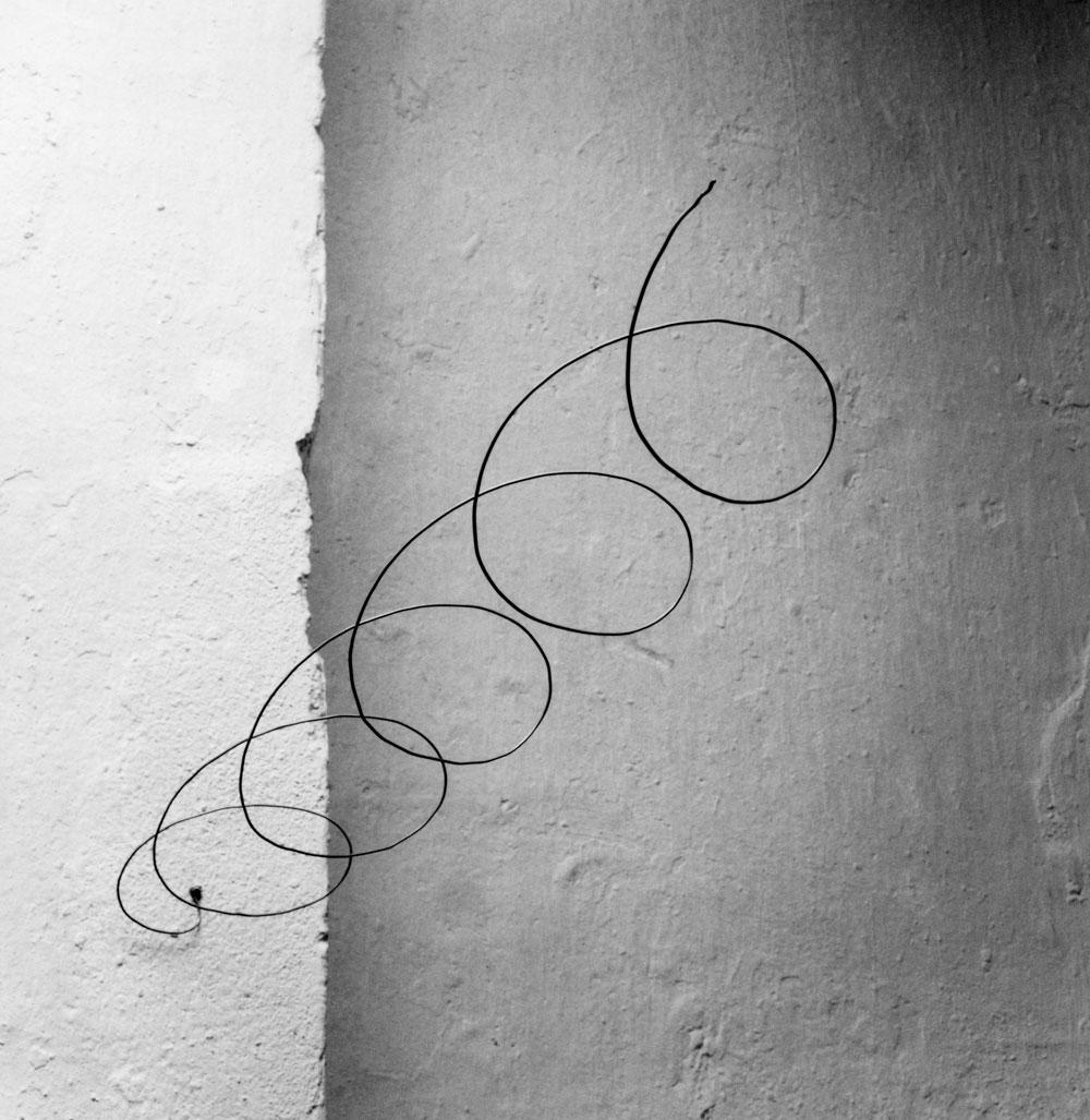 Abbildung der Röhre, schräg in den Raum sich windend